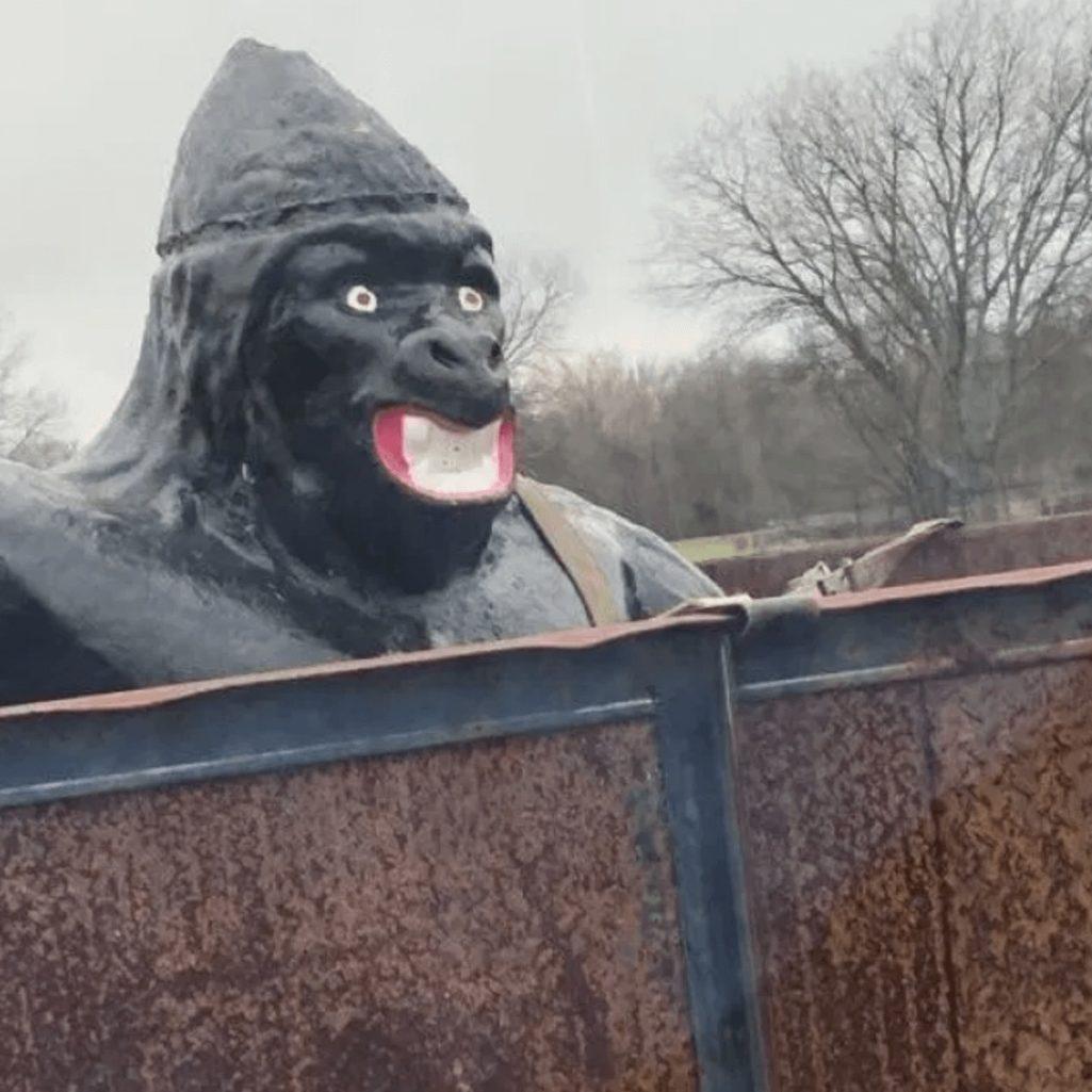 公園のゴリラ像は人種差別なのか