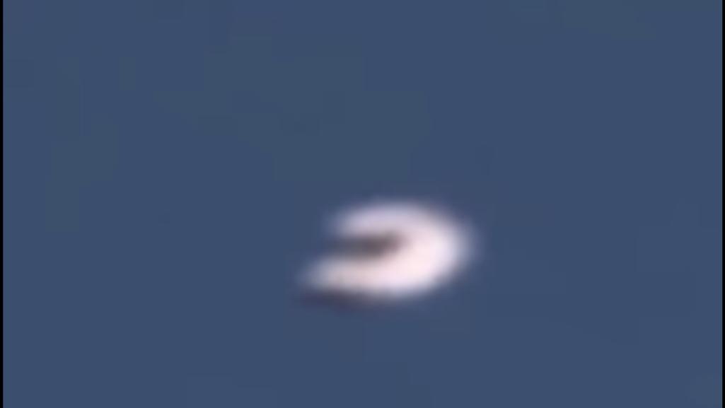 フランス上空にU字型UFO