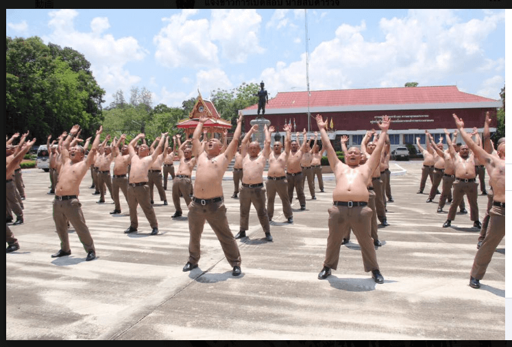 タイのポッチャリ警察官強制ダイエット合宿