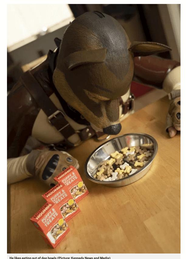 犬コスプレで生活する男