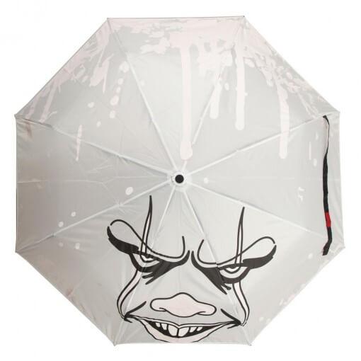 雨に濡れて流血するペニーワイズの折りたたみ傘