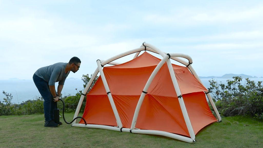 組立不要のテントは空気注入で完成