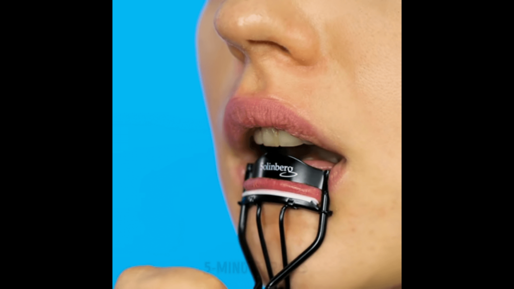 美容テク新発見ビューラーで唇ぽってり