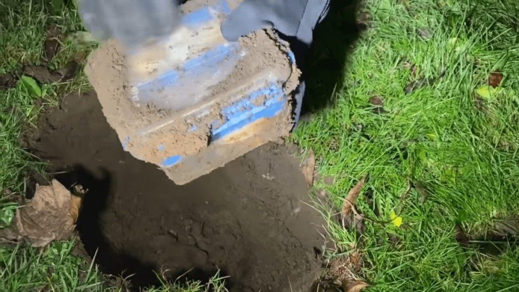 一年間地面に埋めておいたビッグマック食べてみた