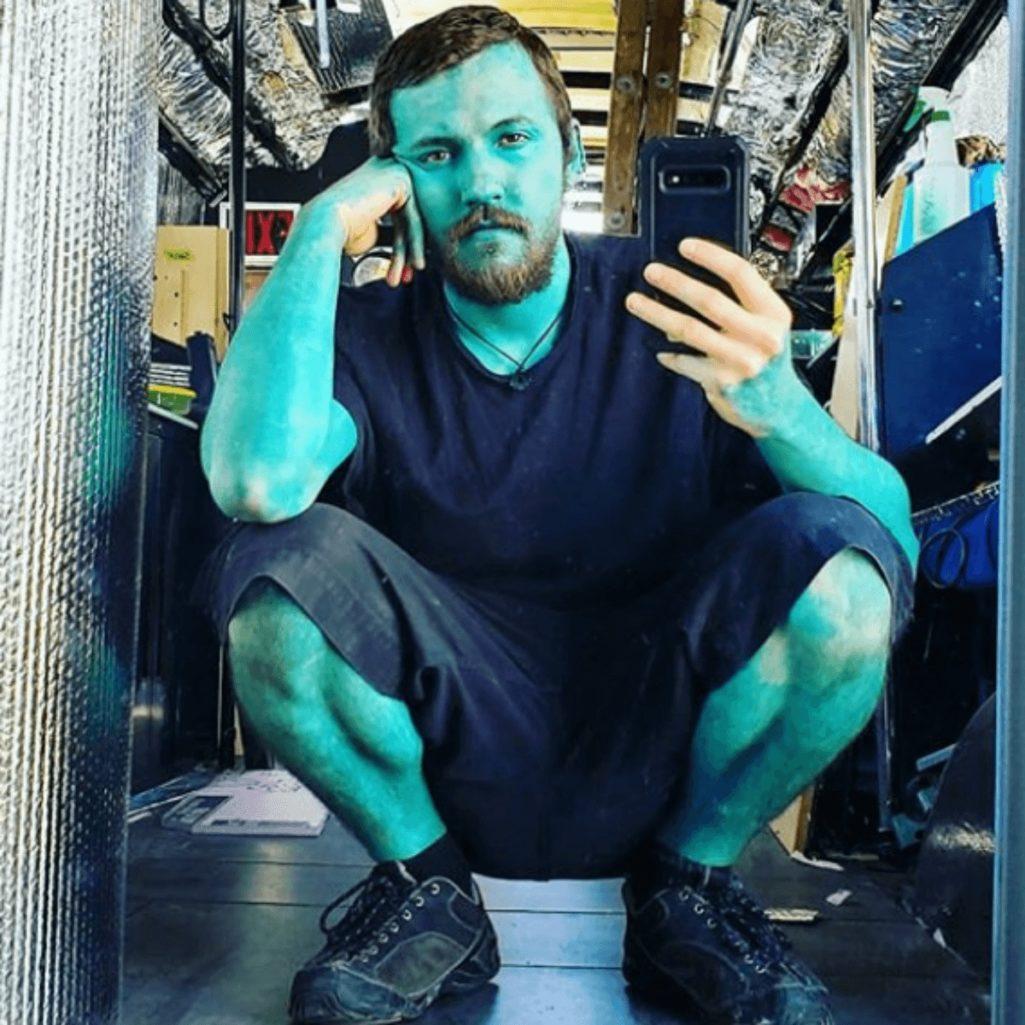 全身青タトゥーで新ブルーマンになった男