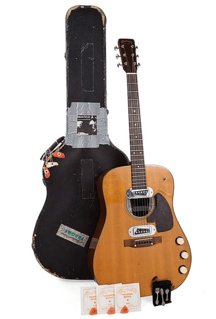 NIRVANAのカート・コバーン愛用のギター6億円で落札