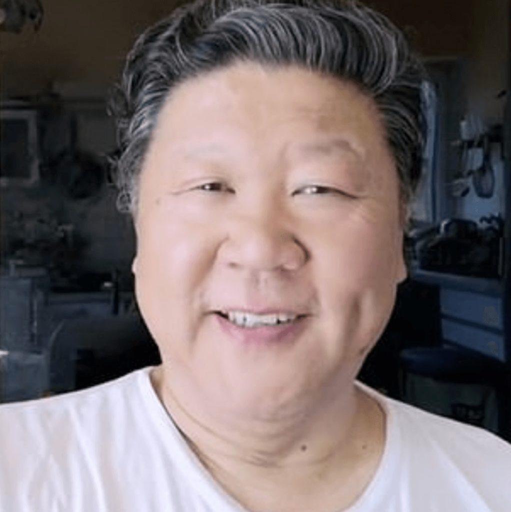 習近平ソックリの中国人オペラ歌手