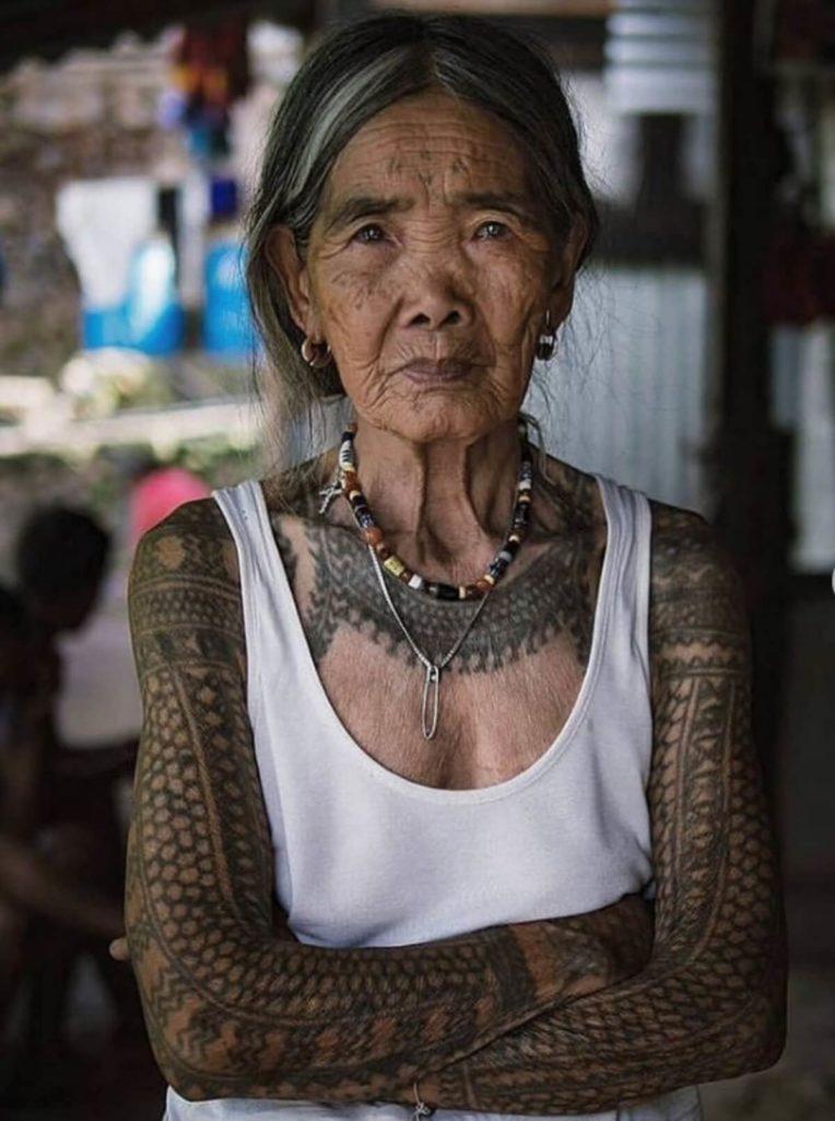 世界最高齢「伝説の彫り師」は103歳の老婆