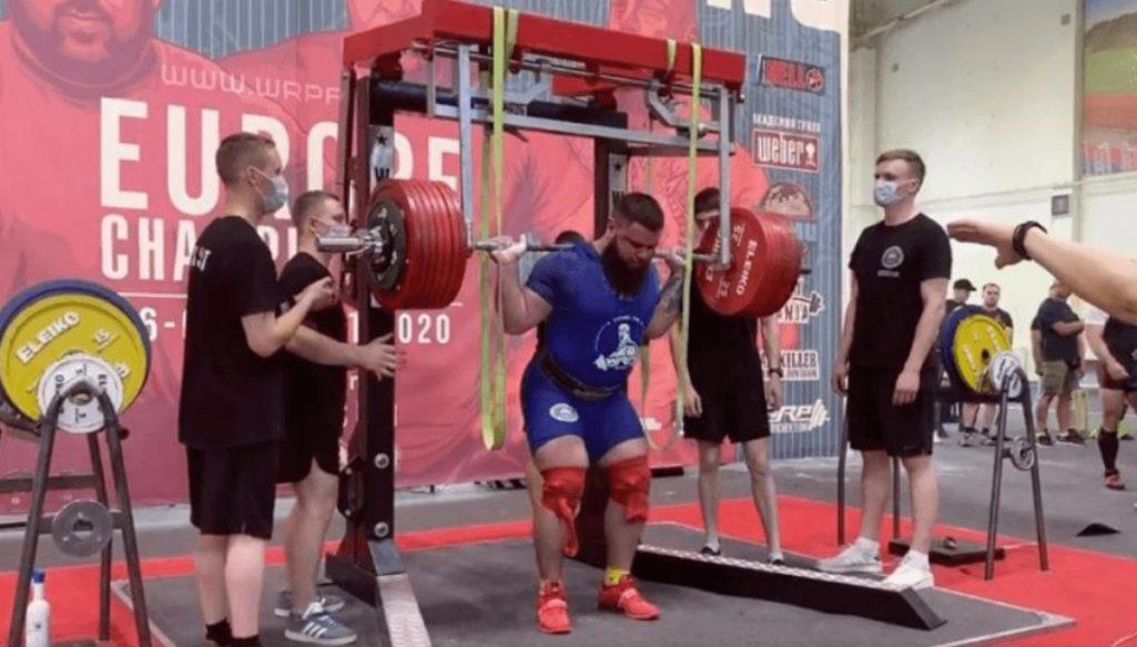 400kgのパワーリフティング失敗で両膝骨折