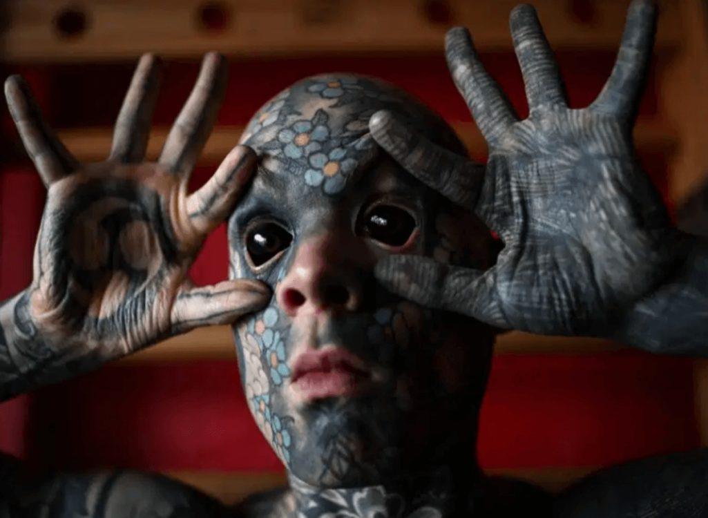 全身タトゥーの小学校の先生