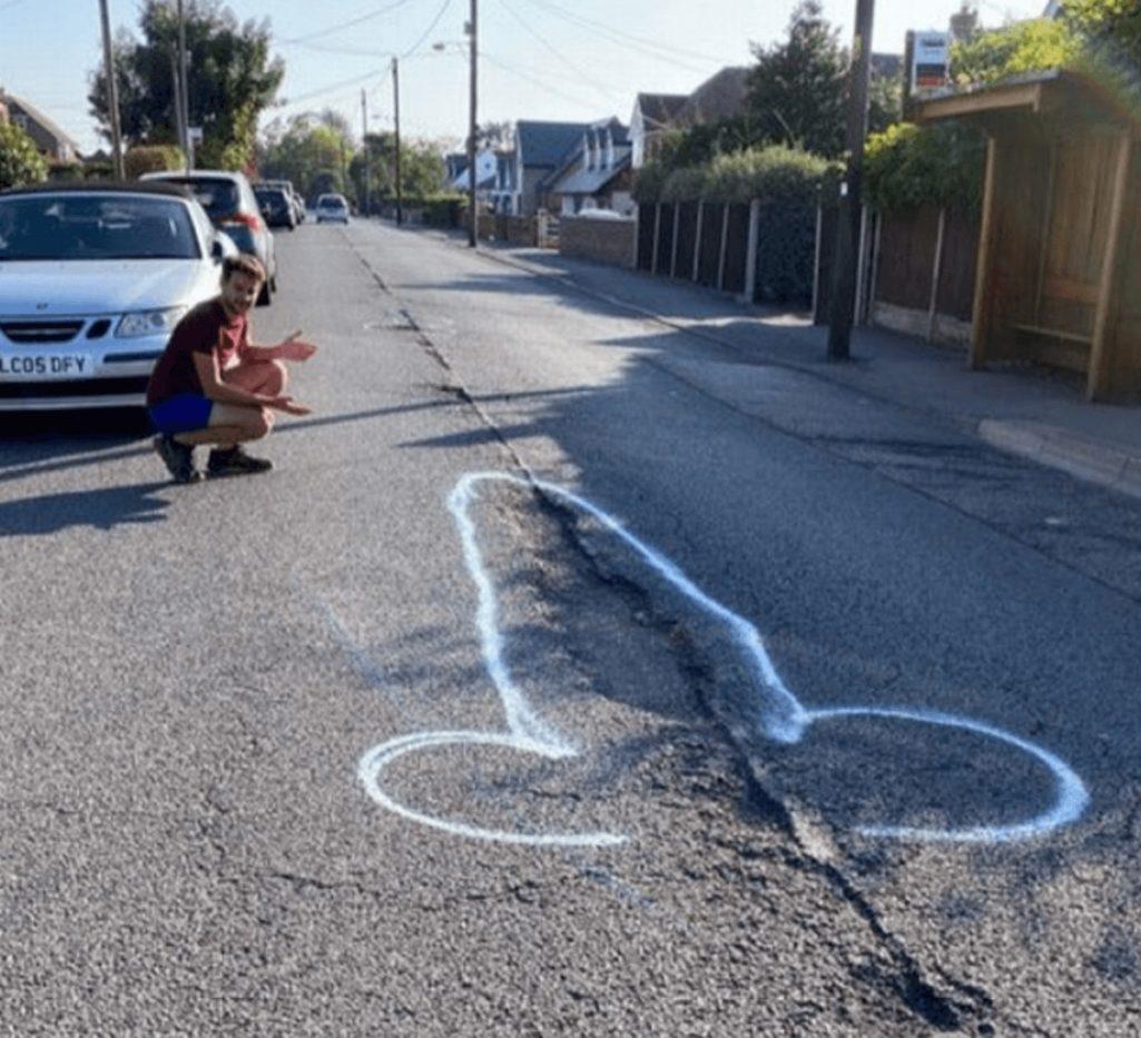 チンコの落書きで交通安全運動
