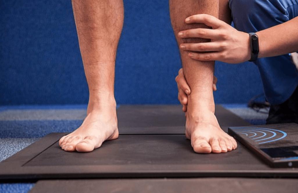 身長を伸ばす骨延長手術の失敗で障害が残った中国人男性