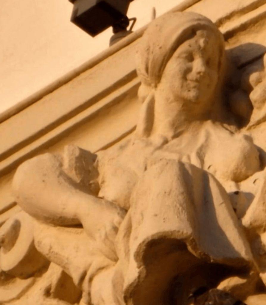 歴史的彫刻の修復大失敗事件