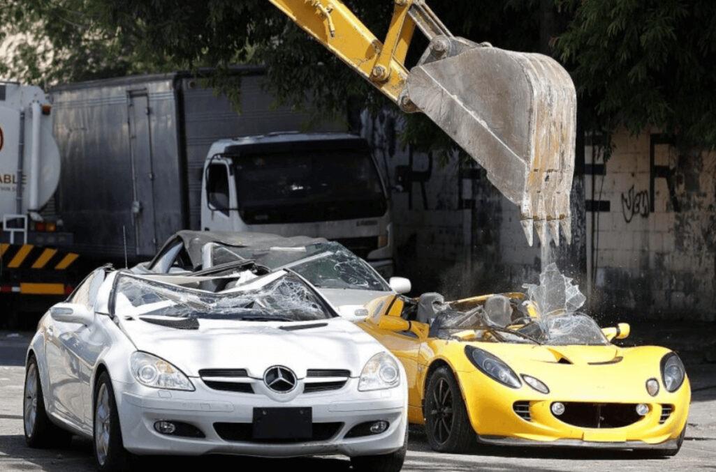 車好き閲覧注意の密輸高級車破壊