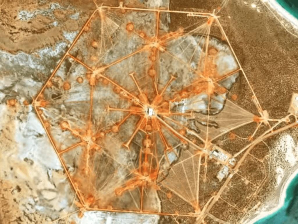 Google Mapに謎の地上絵を発見