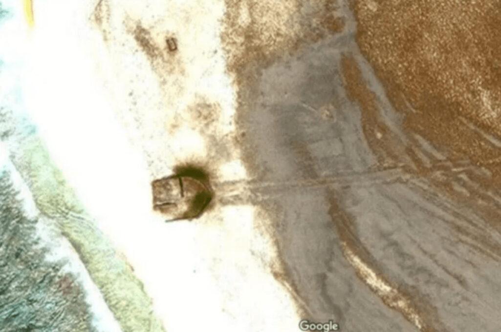 Google Earthに墜落したUFO発見