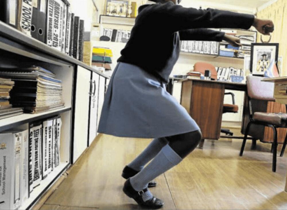 体罰スクワットで中国の女子中学生が重い障害