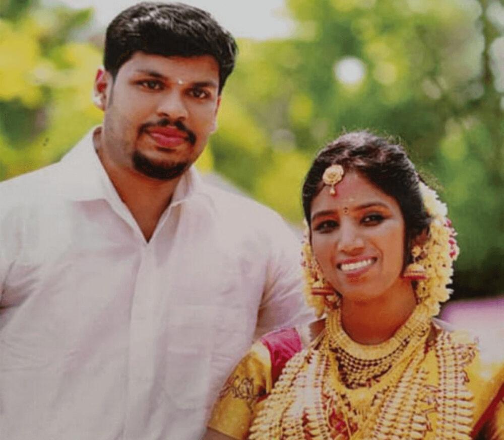 インド人の夫が毒蛇で妻を暗殺事件