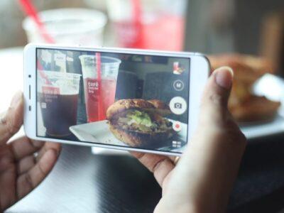 料理写真を撮影すると体重が増える